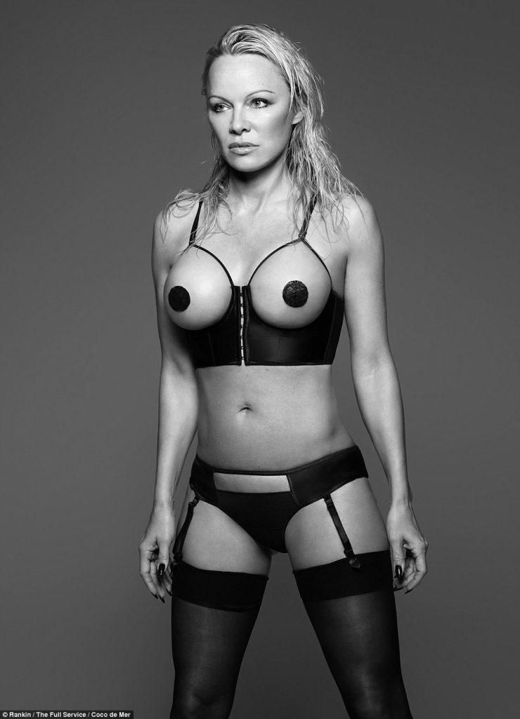 Pamela Anderson  Ποζάρει πιο sexy από ποτέ στα 49 της χρόνια με ... a5986403172