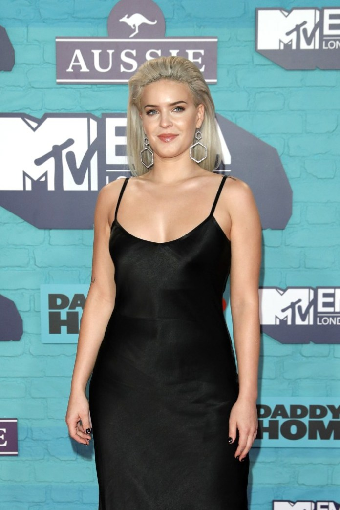 Anne-Marie  - MTV EMA 2017 (red carpet) - Hit Channel
