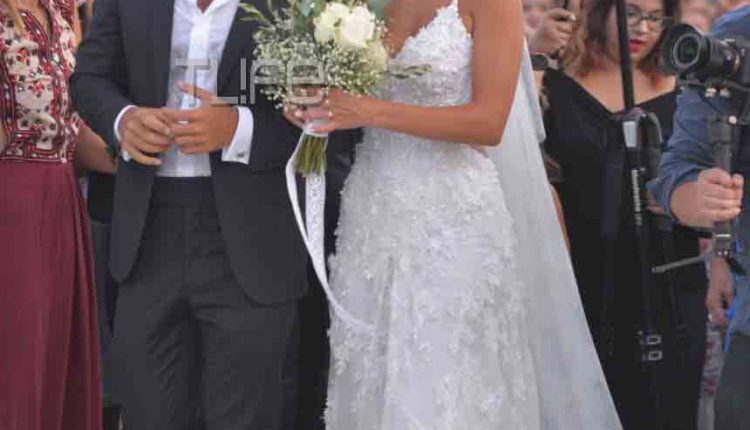 8a1cac51f3c9 Σάκης Τανιμανίδης – Χριστίνα Μπόμπα  Ο λαμπερός γάμος τους στη Σίφνο με  τους διάσημους φίλους τους